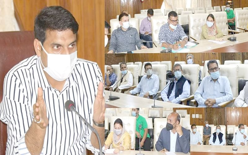 'Ensure 100% vaccination of staff, students'