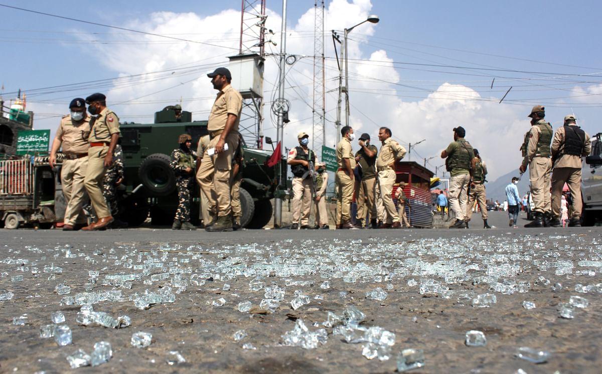 Grenade hurled at SSB bunker in Srinagar misses target, injures 10 civilians