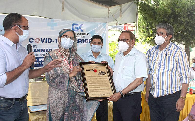 Gauri Kaul Foundation, GKCommunications felicitate Covid warriors