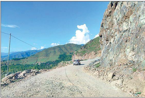 Despite CRF funding, dilapidated Bandipora road's fate hangs in balance