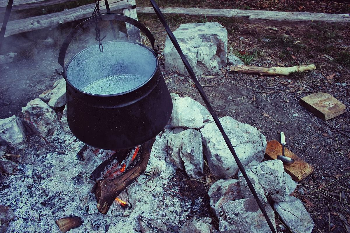Cooking with coal, wood linked to higher risk of eye diseases
