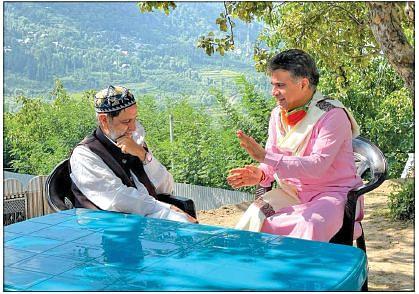 Ravinder Raina visits Mian Bashir's family at Wangath