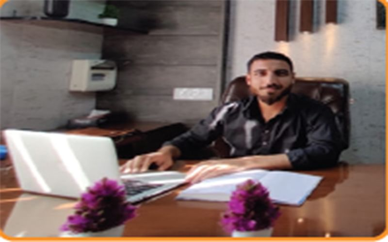Young Engineering Graduate From Baramulla Sets up Online Service for Real Estates Business