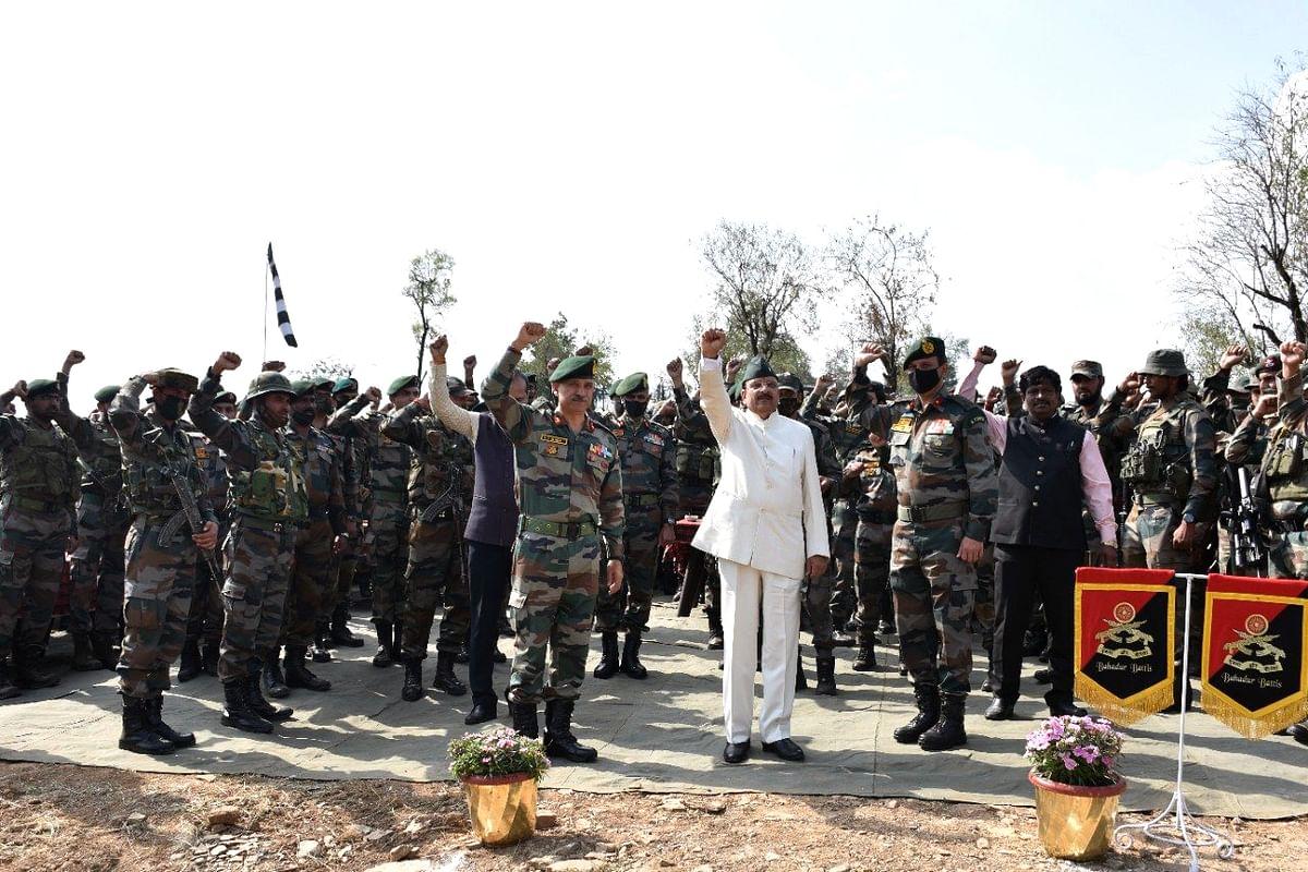 MoS Defence visits forward post in Kashmir