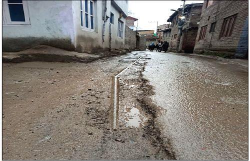 Dilapidated road irks Natipora residents