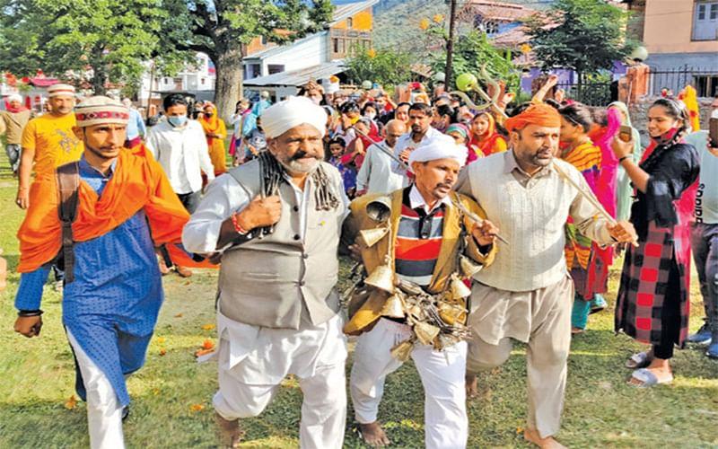 Kailash Yatra | With limited devotees, Charri Mubarak proceeds to KailashKund