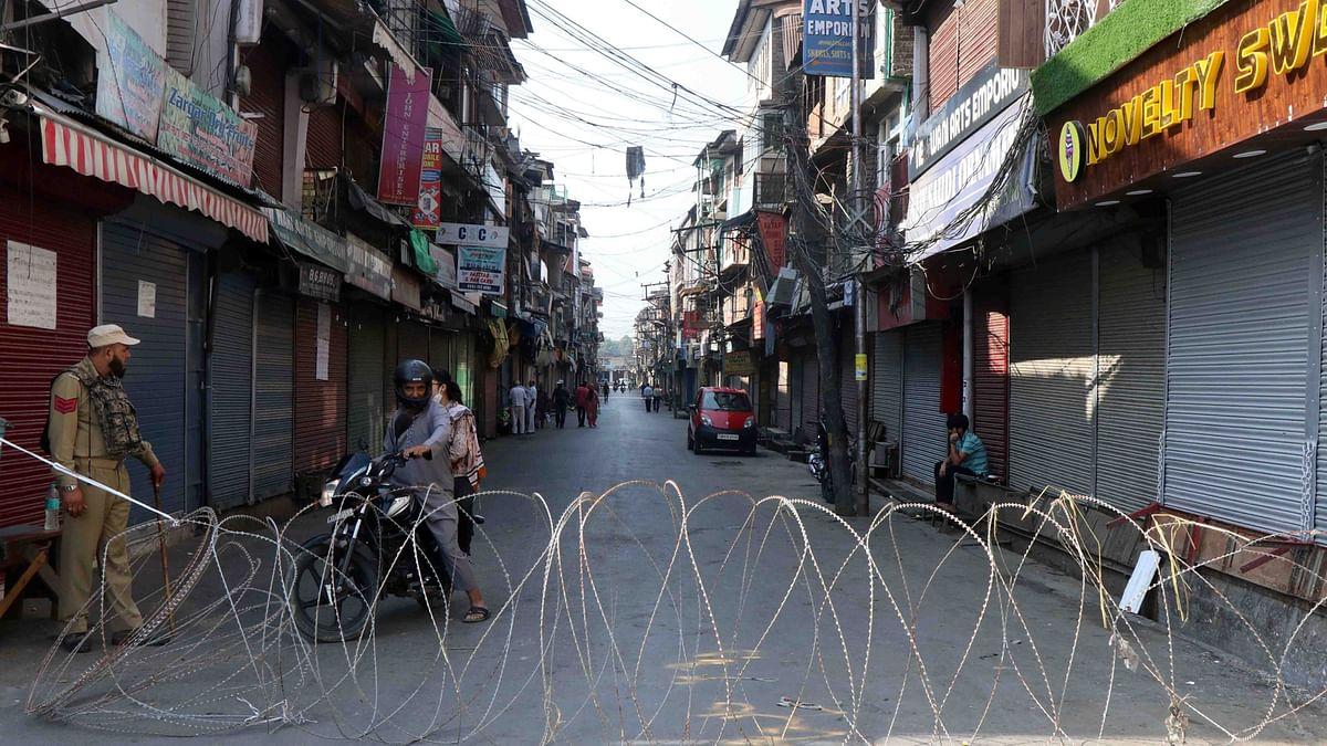Geelani's death: Restrictions, Internet blockade to continue tomorrow, say police