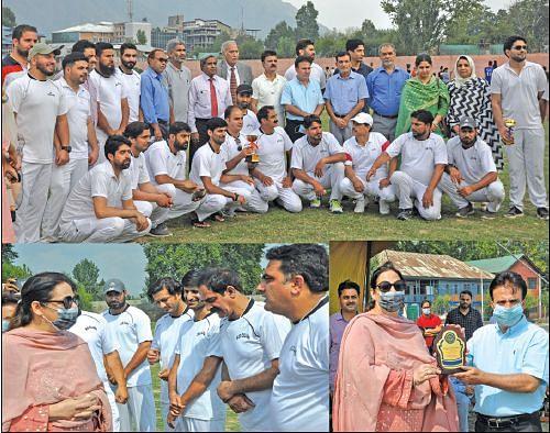 SP College beats Amar Singh College in a friendly cricket match