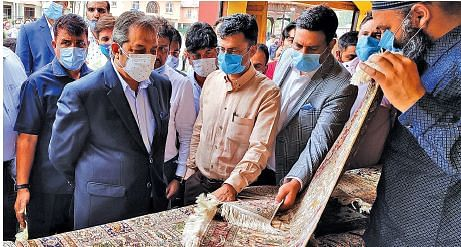 Govt is committed to promote Kashmir craft across globe: Advisor Khan