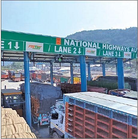 Traffic mess at Qazigund toll plaza