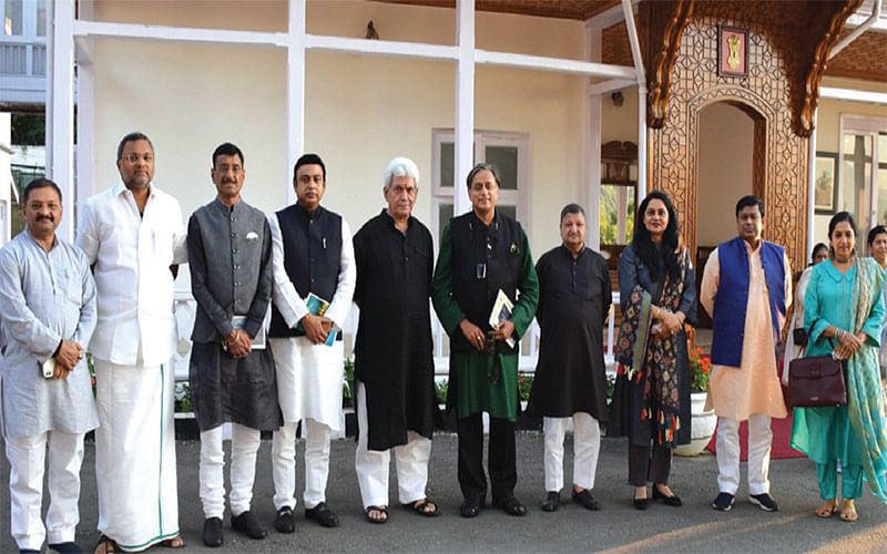 LG meets members of parliamentary panel on IT