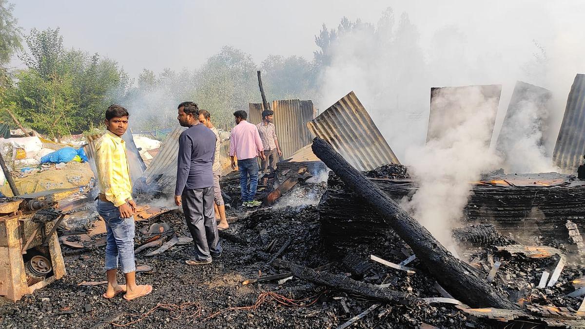Four furniture shops gutted in blaze in Srinagar's Baba Demb