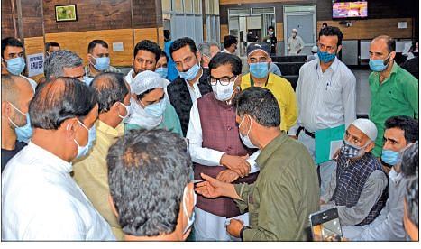 Parliamentary Committee visits Kashmir hospitals