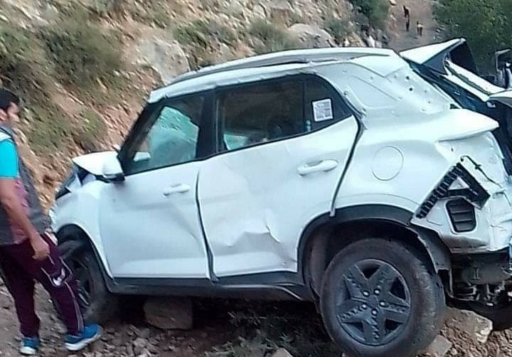 Assistant Executive Engineer dies after his car rolls down into gorge in central Kashmir's Kangan