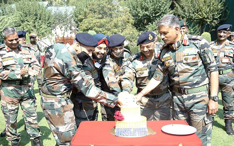 GOC 15 Corps felicitates Regiment of Artillery on 195th Gunners Day