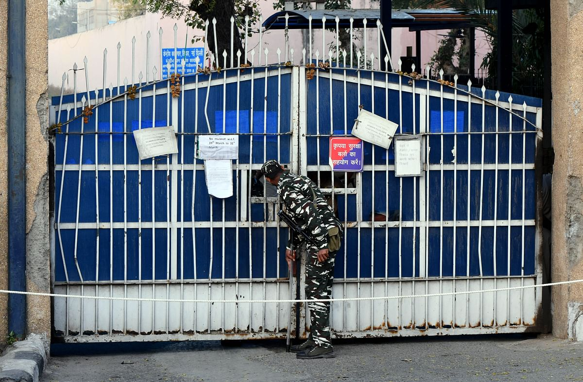 Hurriyat leader released from Tihar jail on parole for six hours fortnight after mother's death
