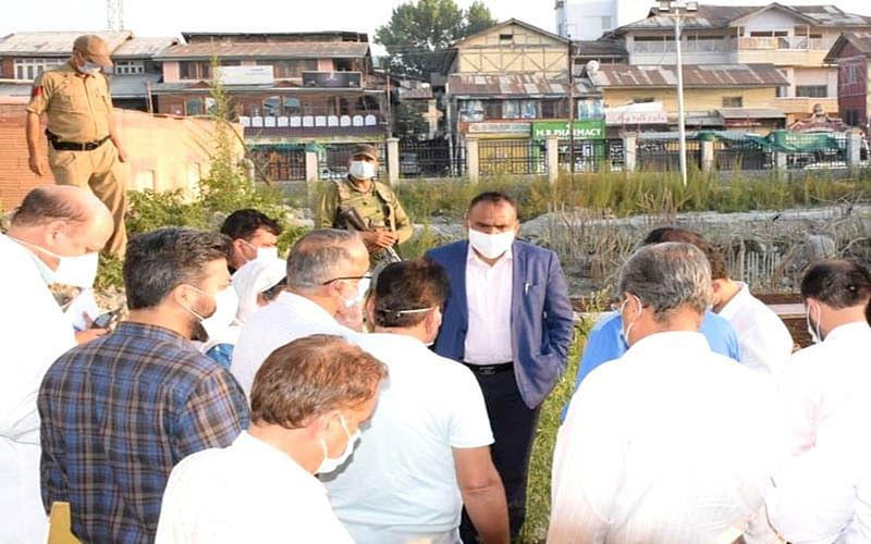 Div Com inspects developmental works at Church lane, LD hospital