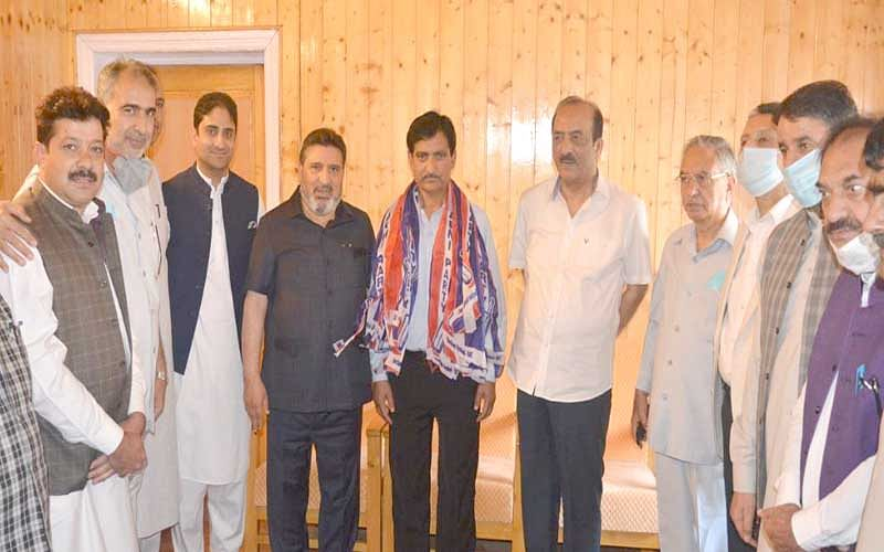 Altaf Bukhari welcomes Amin Shah on joining Apni Party