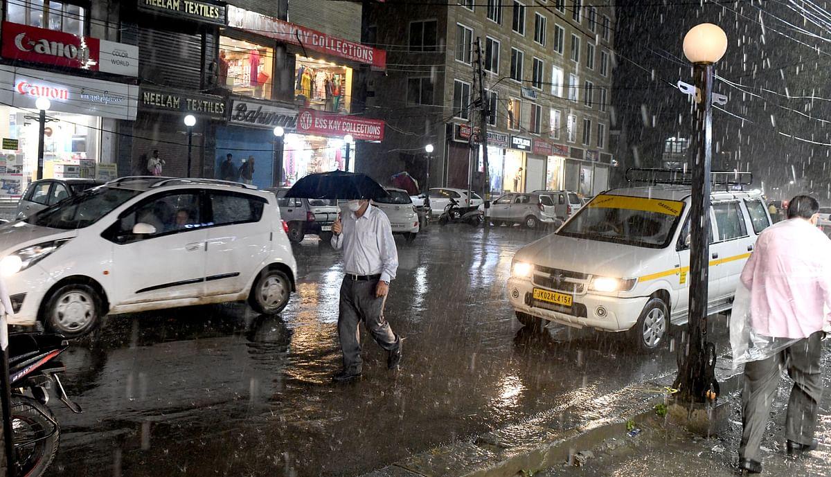 Heavy rains lash Kashmir parts