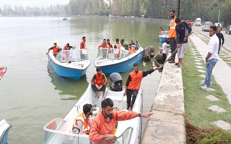 LAWDA, SDRF launch cleanliness drive in Dal Lake