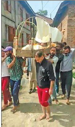 Exemplifying unity, Ompura Muslim residents help in cremation of Kashmiri Pandit neighbour