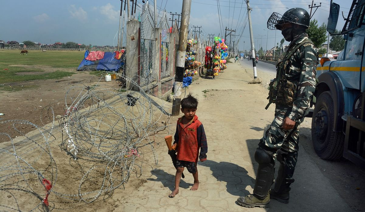 Restrictions continue in Srinagar parts on day 5