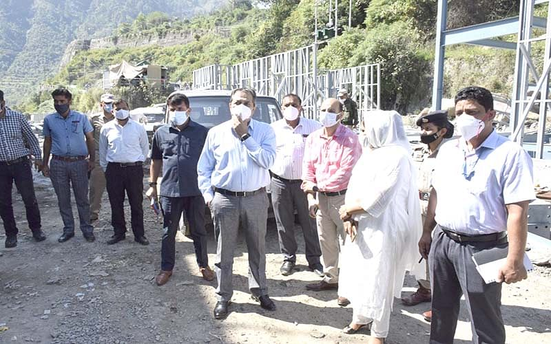 Advisor Khan conducts on spot review of transit accommodation