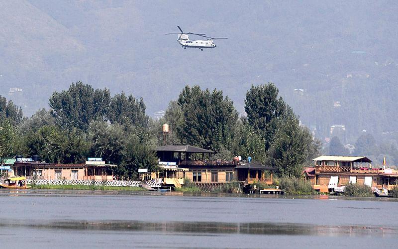 CURTAIN RAISER   Ahead of maiden Air Show, Srinagar skies reverberate with rehearsal aerobatic exercise