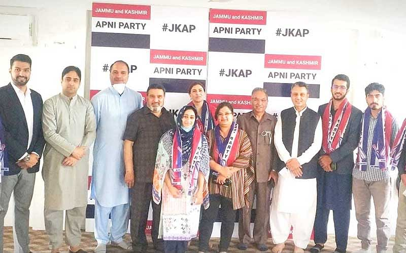 Youth can contribute in emancipation of people: Altaf Bukhari