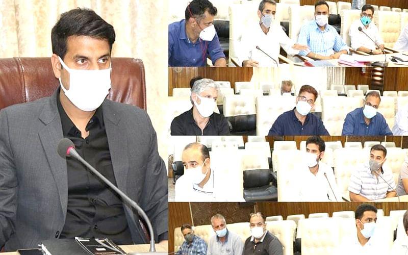 DC Srinagar reviews implementation of JKCCIP