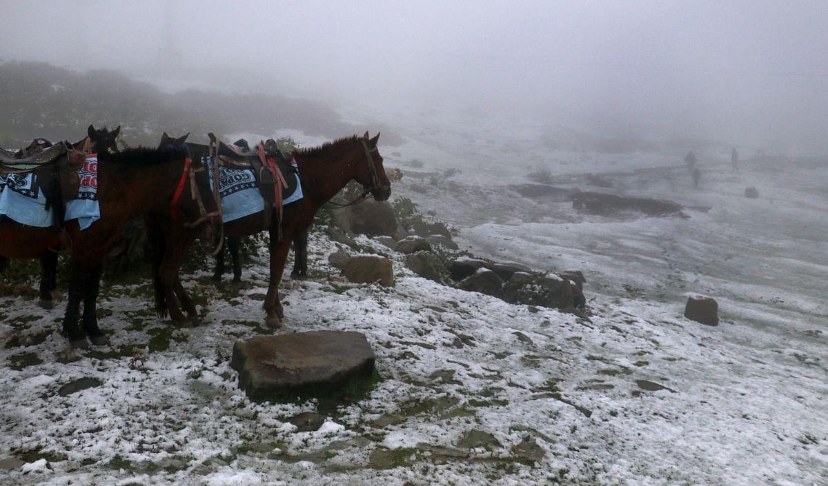 Snow forecast: DC Bandipora reviews winter preparedness