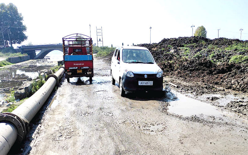 Dilapidated Shalimar link road gives tough time to commuters