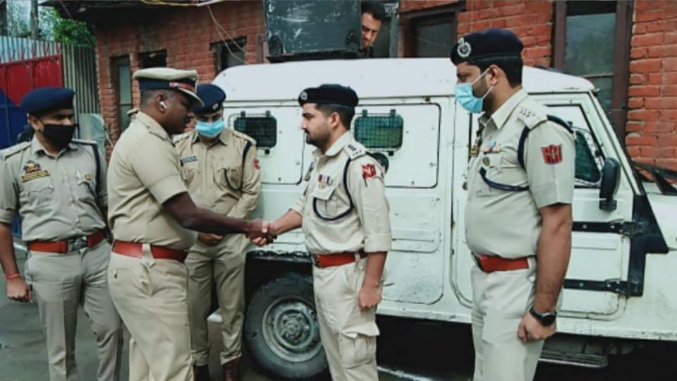 DIG North Kashmir Range visits Police District Sopore, reviews security scenario