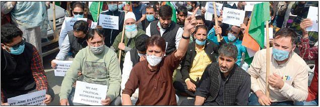 BJP Kashmir unit stages protest in city centre