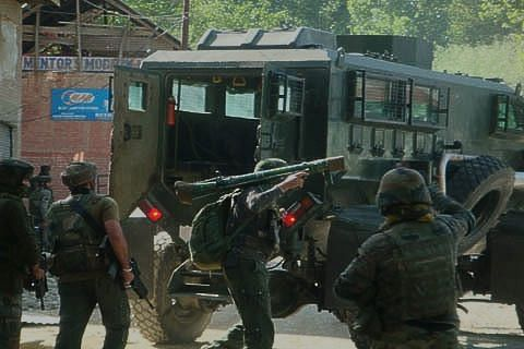 MENDHAR ENCOUNTER: Army using heavy calibre weapons against militants