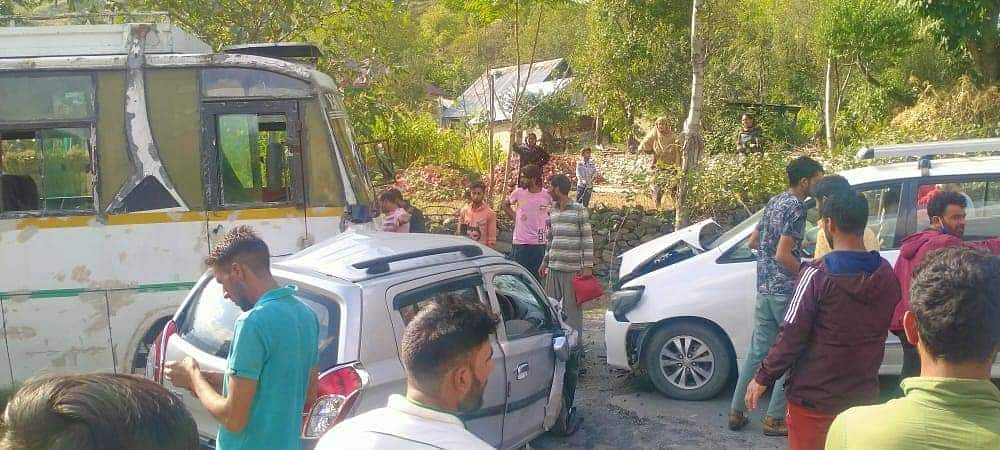 At least four injured in Kangan road accident