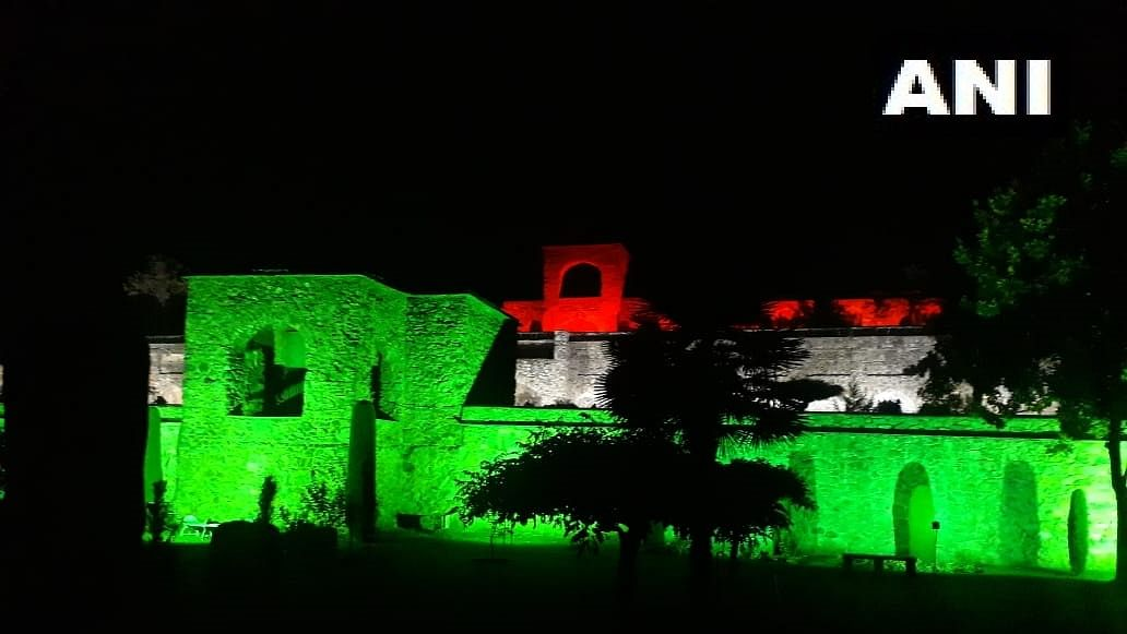 Parimahal in Srinagar illuminated to mark 100 cr COVID vaccination feat
