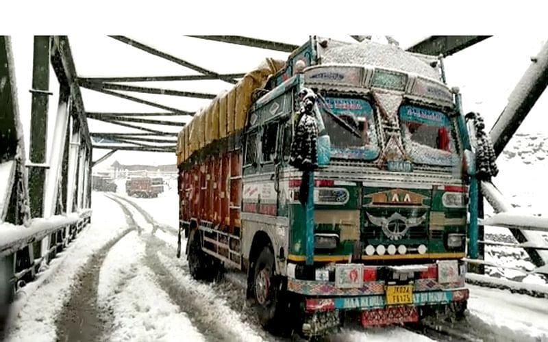 Srinagar-Leh highway shut; Sonamarg receives 12 inches of snow