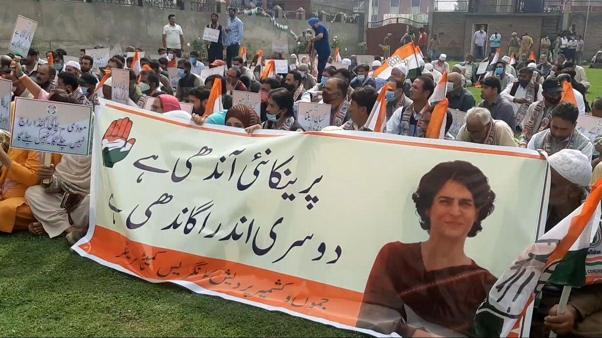 JKPCC stages protest against Priyanka Gandhi's detention, demands UP CM's resignation