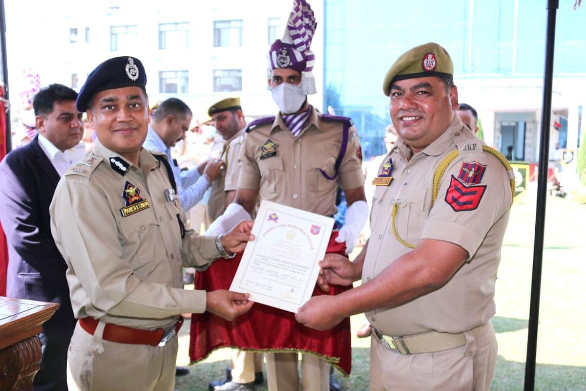 36 cops get DGP medals