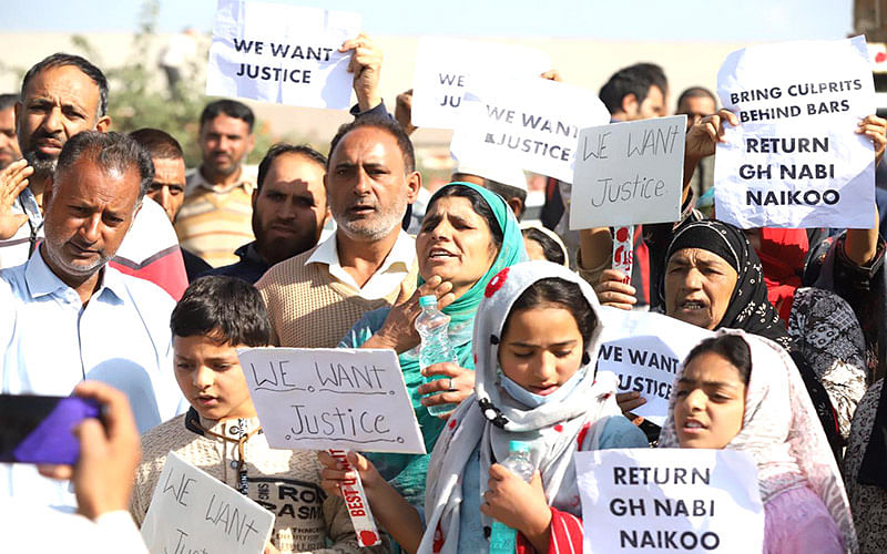 Family of missing Sopore fruit trader hold protest, seek his whereabouts