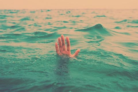 Shepherd drowns after slipping into Jhelum at Sopore