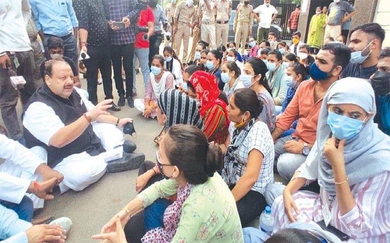 Disengaged NHM workers deserve compassion: Devender Rana