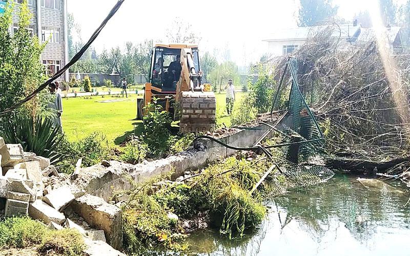 Demolition drive held along Padshahi canal
