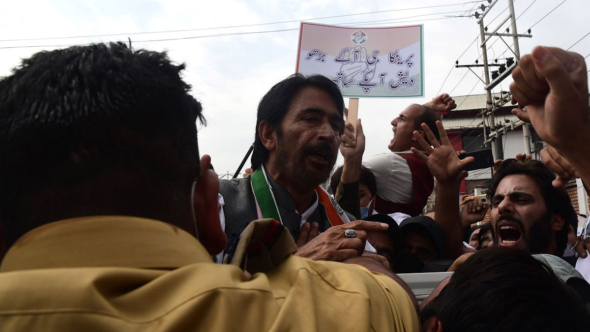 JKPCC president briefly detained during protest to demand release of Priyanka Gandhi