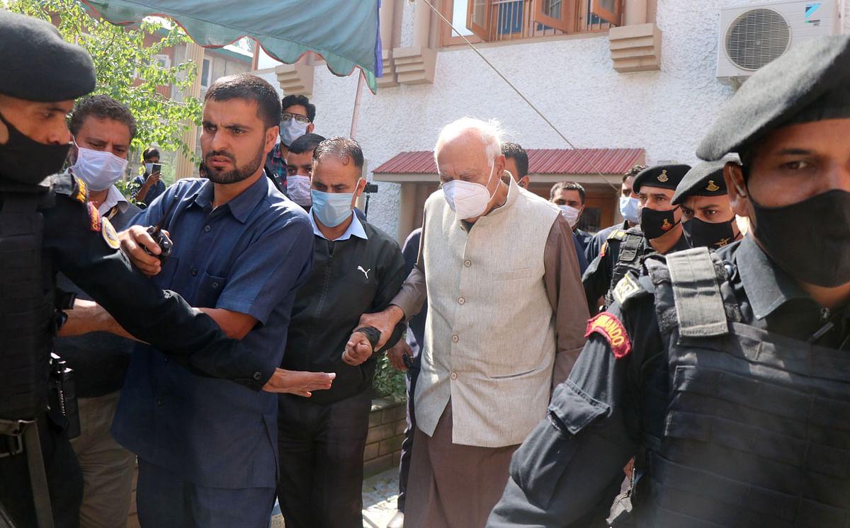 Farooq Abdullah visits M L Bindroo's family in Srinagar, offers condolence