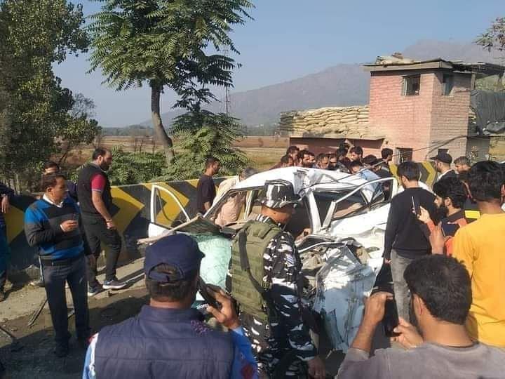 1 killed, 2 injured as tipper hits car at Lasjan