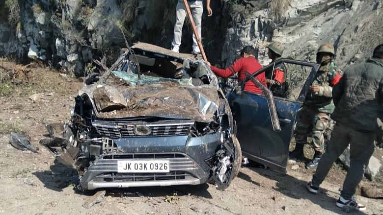 Minor among four injured as shooting stones wreck XUV on Jammu-Srinagar highway