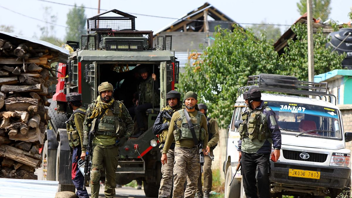 Gunfight underway in Pampore, top LeT commander trapped: police