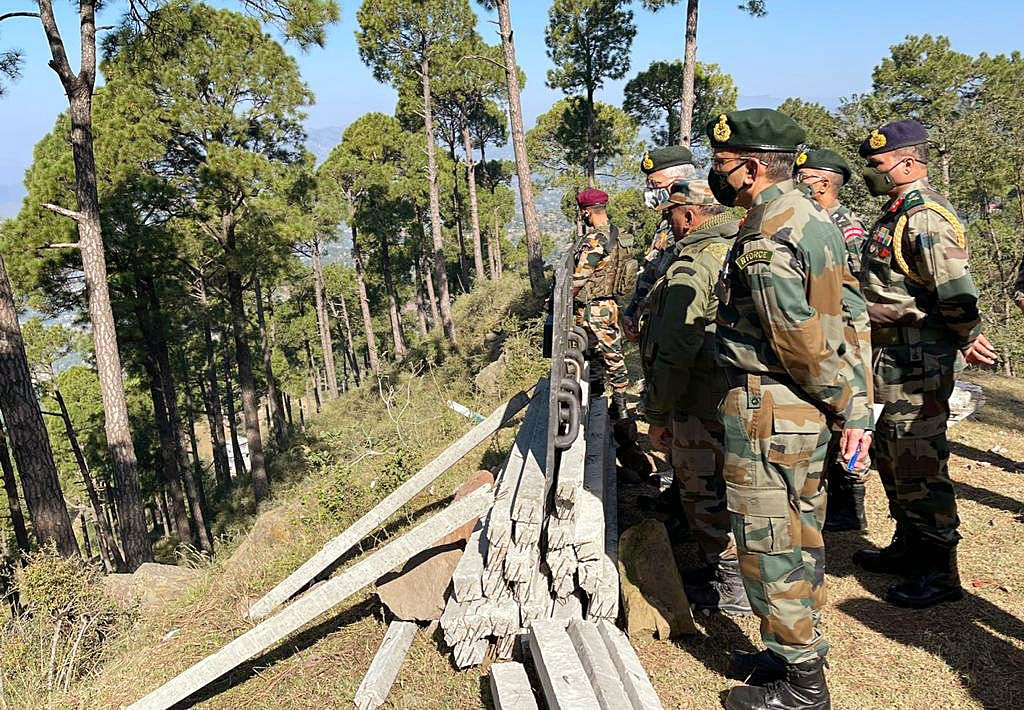 Army chief visits LoC, hinterland in Rajouri, Poonch